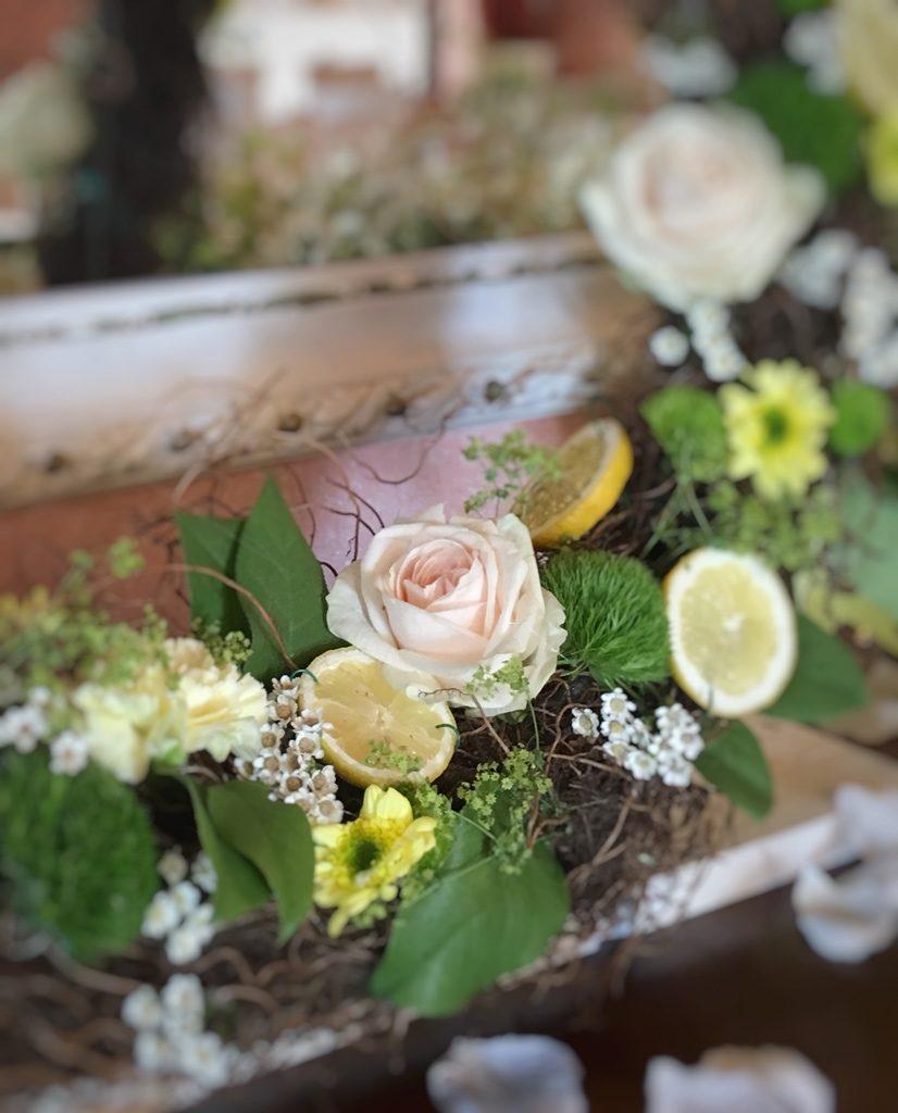 dettaglio fiori rosa matrimonio tema limoni