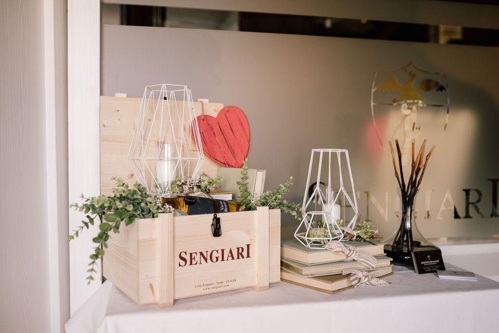 presentazione prodotto bottiglia di vino sengiari