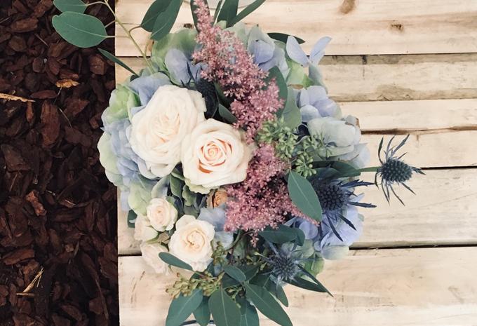 bouquet ortensia azzurra rosa cipria astilbe