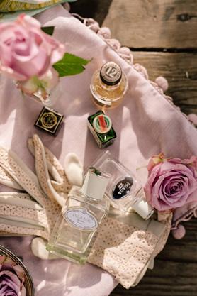 profumi per allestimento matrimonio vintage